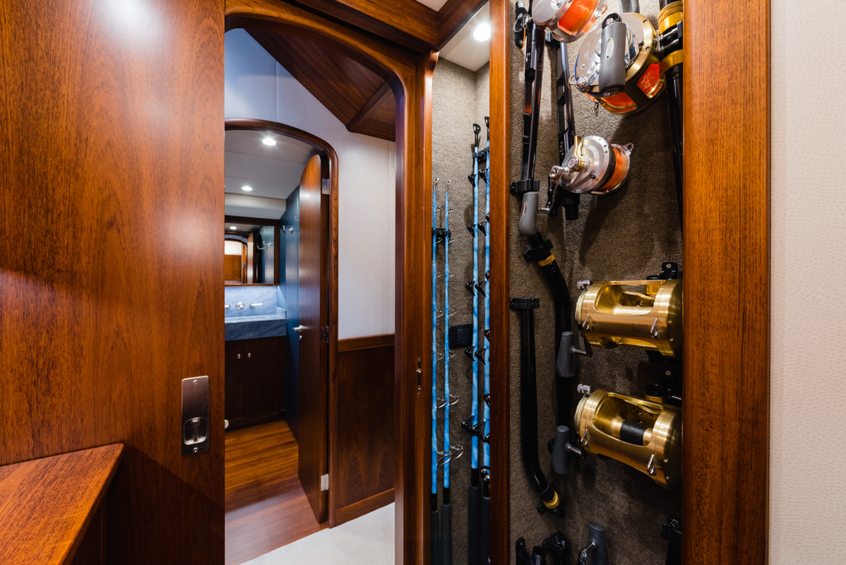 Bayliss-Seven-Tackle-Room-to-Companionway